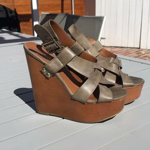 Shoes - Tan, brown, gold wood strappy wedges